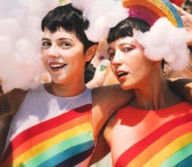 Carnaval: glitter, alegria e looks arrasadores! Com peças da Amaro!