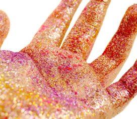 Como tirar o glitter e a purpurina pós Carnaval.